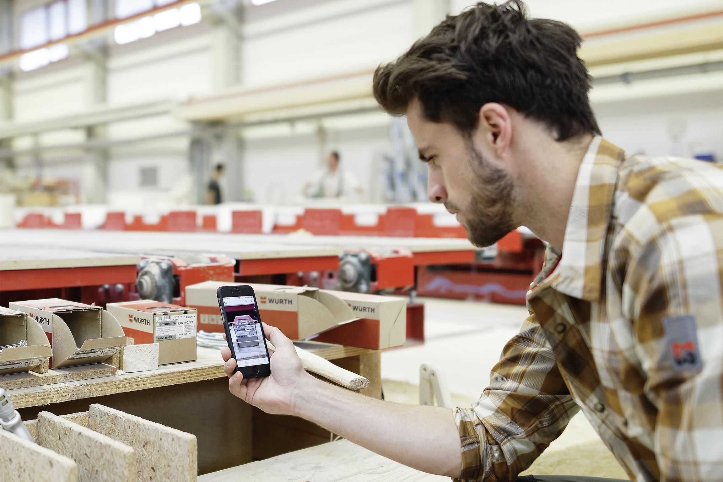 Customers can use the Würth App to scan barcodes and order products, find their nearest branch office or analyze the noise level to find the best ear protectors – all they need is their smartphone.