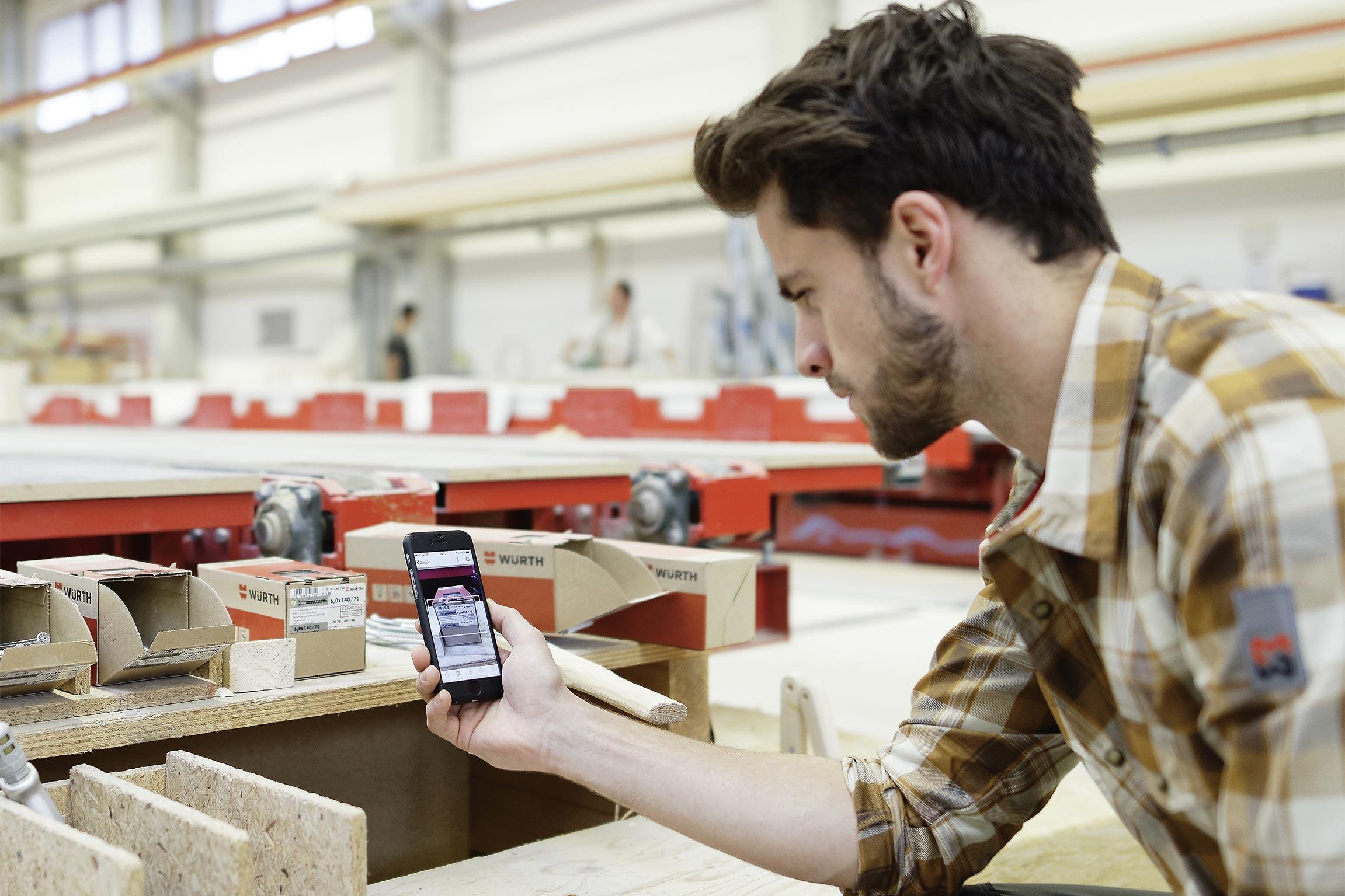 Mithilfe der Würth App können Kunden Barcodes scannen und Produkte bestellen, die nächste Niederlassung finden oder den Lärmpegel analysieren und so den geeigneten Gehörschutz finden. Alles ganz einfach per Smartphone.