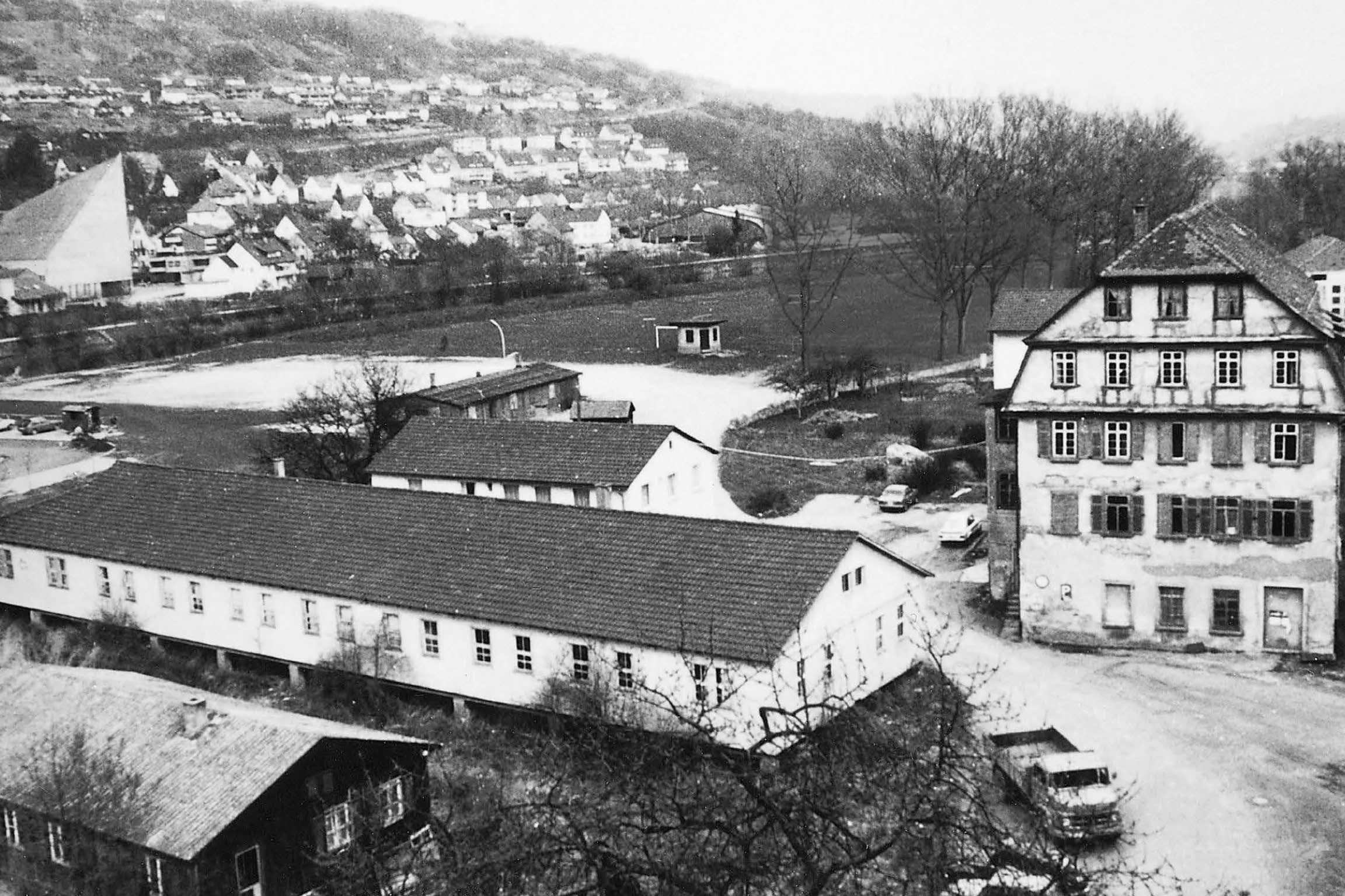 Adolf Würth set up a screw wholesale business back in 1945. After his father's sudden death in 1954, Reinhold Würth took over at the helm of the company, which was generating annual sales of EUR 80,000. Today, the company employs a global workforce of more than 74,000 employees at more than 400companies in over 80 countries, and generated sales of EUR 12.7 billion in 2017.